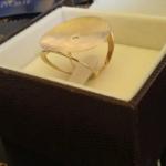 anel-feminino-com-diamante-em-ou